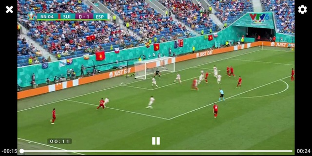 Sau trận đấu Tây Ban Nha - Thụy Sĩ, từ khoá Việt Nam cùng cờ đỏ sao vàng được cộng đồng quốc tế tìm kiếm chóng mặt trên Google - Ảnh 1.