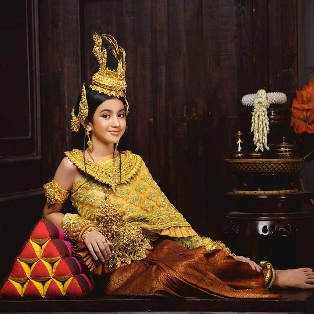 Viên ngọc quý của Hoàng gia Campuchia: Tiểu công chúa với vẻ đẹp lai cực phẩm dù mới 10 tuổi, soi thành tích chỉ biết xuýt xoa quốc bảo - Ảnh 1.
