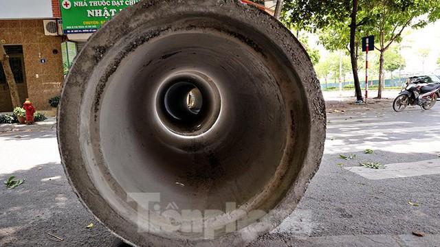 Cận cảnh những chốt chặn khác lạ ở Hà Nội - Ảnh 2.