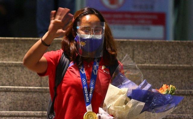 VĐV đoạt HCV Olympic Tokyo của Philippines nhận 18 tỷ tiền thưởng cùng biệt thự - Ảnh 1.