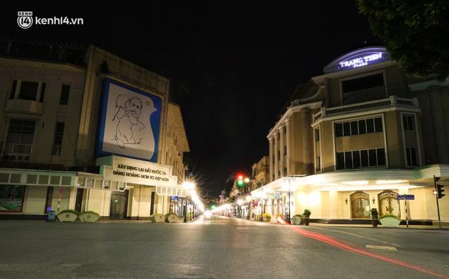 Ảnh: Đêm Hà Nội vắng hơn Tết, đường phố không một bóng người trong những ngày giãn cách xã hội - Ảnh 11.
