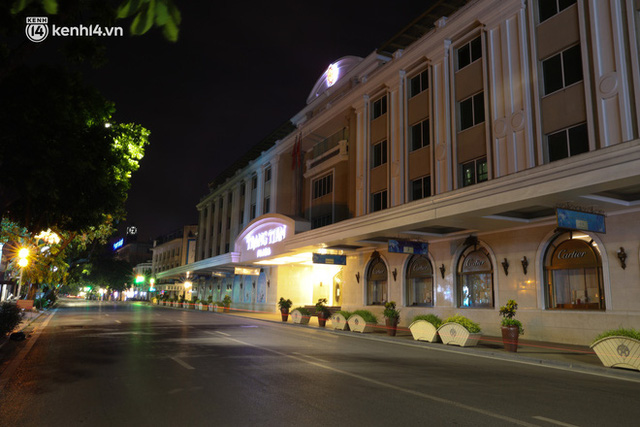Ảnh: Đêm Hà Nội vắng hơn Tết, đường phố không một bóng người trong những ngày giãn cách xã hội - Ảnh 12.