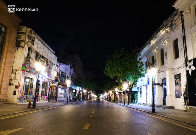 Ảnh: Đêm Hà Nội vắng hơn Tết, đường phố không một bóng người trong những ngày giãn cách xã hội - Ảnh 13.