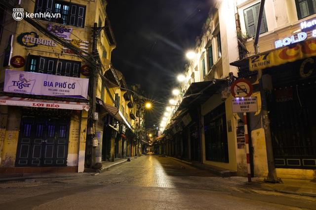 Ảnh: Đêm Hà Nội vắng hơn Tết, đường phố không một bóng người trong những ngày giãn cách xã hội - Ảnh 16.