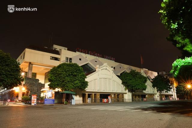 Ảnh: Đêm Hà Nội vắng hơn Tết, đường phố không một bóng người trong những ngày giãn cách xã hội - Ảnh 17.