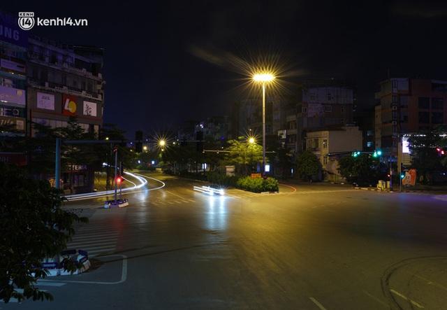 Ảnh: Đêm Hà Nội vắng hơn Tết, đường phố không một bóng người trong những ngày giãn cách xã hội - Ảnh 19.