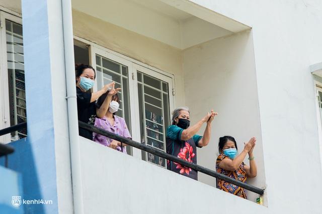 Sân khấu đặc biệt: Nơi ca sĩ Phương Thanh và các nghệ sĩ biểu diễn cho 4.000 F0 tại bệnh viện dã chiến - Ảnh 20.