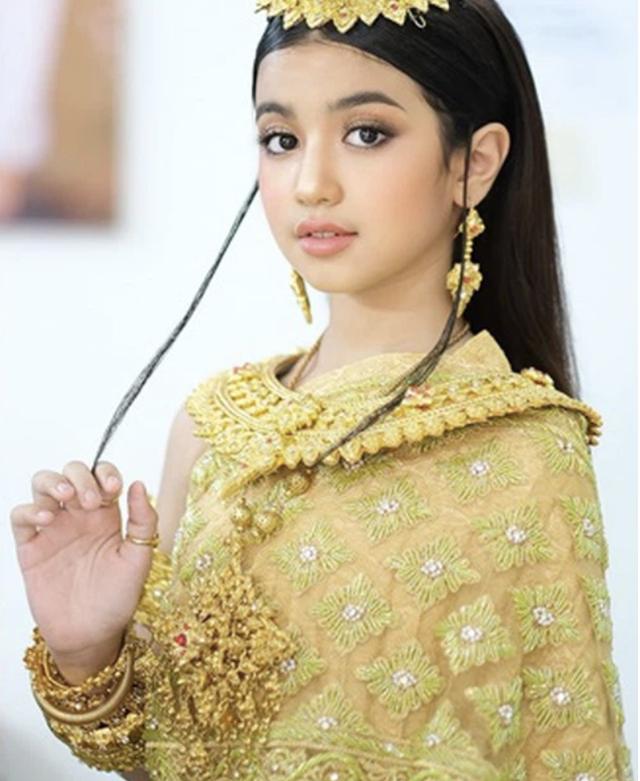 Viên ngọc quý của Hoàng gia Campuchia: Tiểu công chúa với vẻ đẹp lai cực phẩm dù mới 10 tuổi, soi thành tích chỉ biết xuýt xoa quốc bảo - Ảnh 3.
