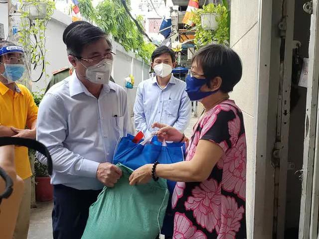 Chủ tịch UBND TP HCM Nguyễn Thành Phong thị sát những vùng xanh  - Ảnh 3.