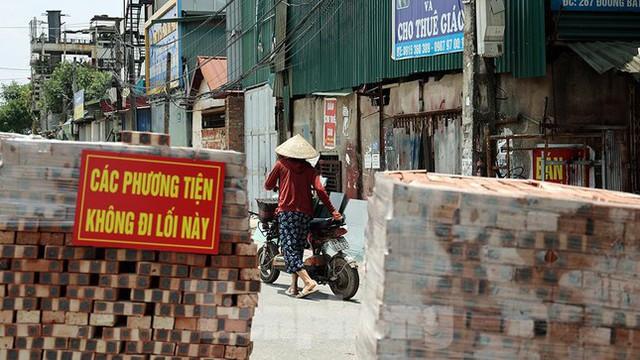 Cận cảnh những chốt chặn khác lạ ở Hà Nội - Ảnh 5.