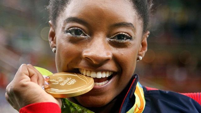Biểu tượng thể thao Mỹ gây chấn động khi bỏ cuộc ở Olympic Tokyo 2020: Giọt nước mắt sau bao năm kìm nén từ quá khứ bị lạm dụng tình dục - Ảnh 6.