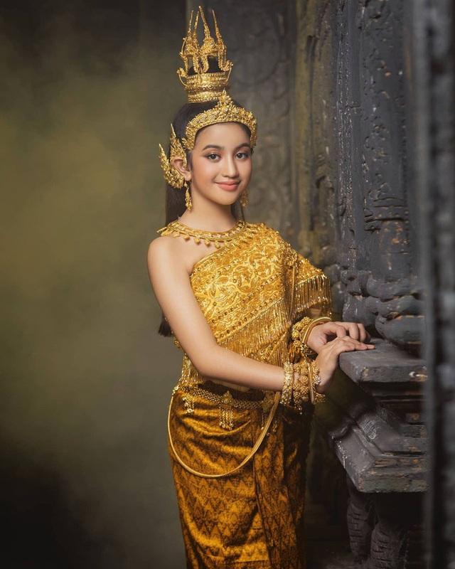 Viên ngọc quý của Hoàng gia Campuchia: Tiểu công chúa với vẻ đẹp lai cực phẩm dù mới 10 tuổi, soi thành tích chỉ biết xuýt xoa quốc bảo - Ảnh 6.