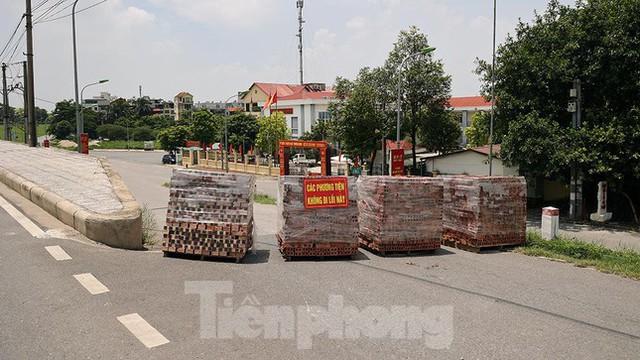 Cận cảnh những chốt chặn khác lạ ở Hà Nội - Ảnh 6.