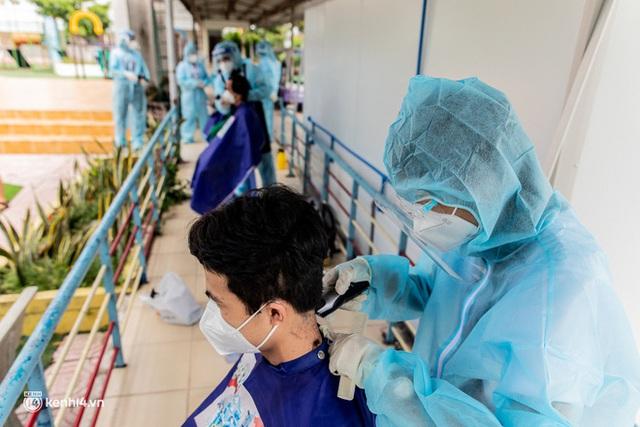 Sân khấu đặc biệt: Nơi ca sĩ Phương Thanh và các nghệ sĩ biểu diễn cho 4.000 F0 tại bệnh viện dã chiến - Ảnh 6.