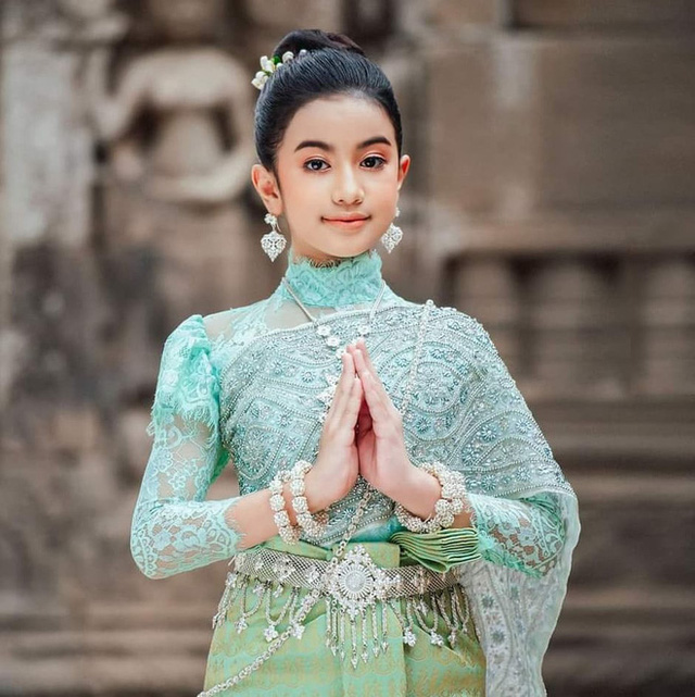 Viên ngọc quý của Hoàng gia Campuchia: Tiểu công chúa với vẻ đẹp lai cực phẩm dù mới 10 tuổi, soi thành tích chỉ biết xuýt xoa quốc bảo - Ảnh 7.