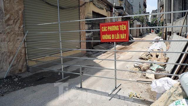 Cận cảnh những chốt chặn khác lạ ở Hà Nội - Ảnh 7.