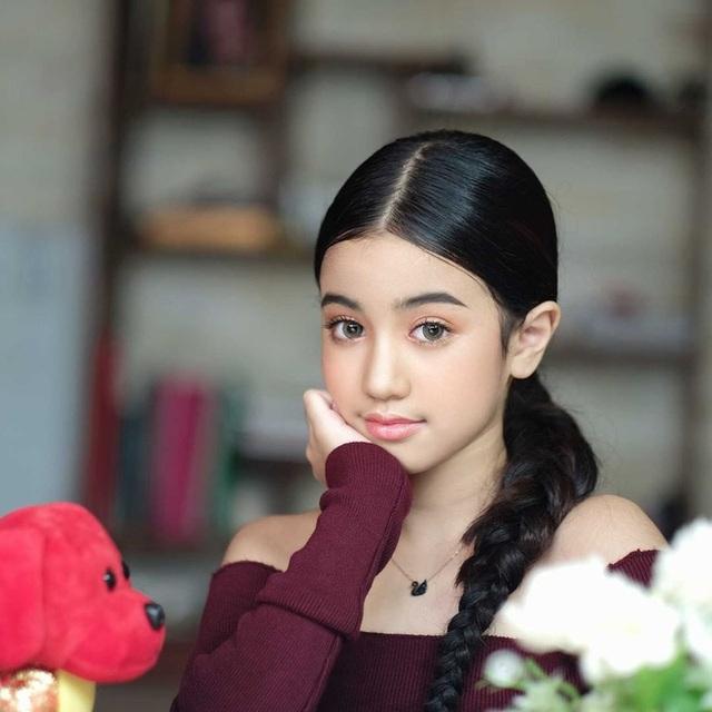 Viên ngọc quý của Hoàng gia Campuchia: Tiểu công chúa với vẻ đẹp lai cực phẩm dù mới 10 tuổi, soi thành tích chỉ biết xuýt xoa quốc bảo - Ảnh 8.