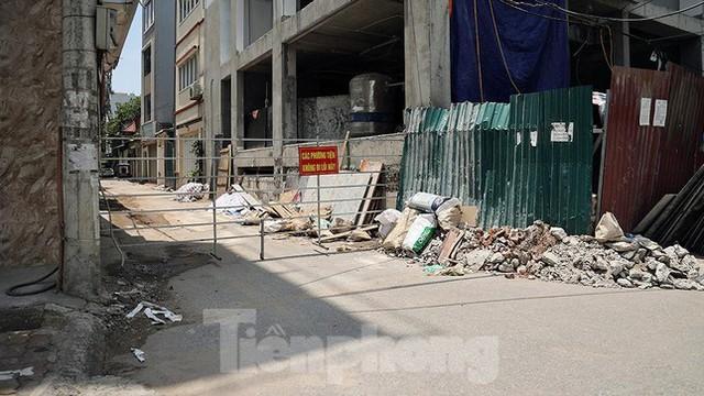 Cận cảnh những chốt chặn khác lạ ở Hà Nội - Ảnh 8.