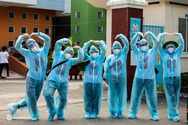 Sân khấu đặc biệt: Nơi ca sĩ Phương Thanh và các nghệ sĩ biểu diễn cho 4.000 F0 tại bệnh viện dã chiến - Ảnh 8.