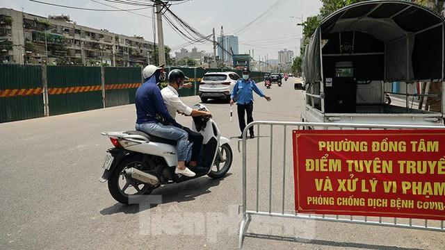 Cận cảnh những chốt chặn khác lạ ở Hà Nội - Ảnh 9.