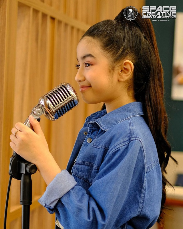 Viên ngọc quý của Hoàng gia Campuchia: Tiểu công chúa với vẻ đẹp lai cực phẩm dù mới 10 tuổi, soi thành tích chỉ biết xuýt xoa quốc bảo - Ảnh 10.