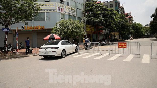 Cận cảnh những chốt chặn khác lạ ở Hà Nội - Ảnh 10.