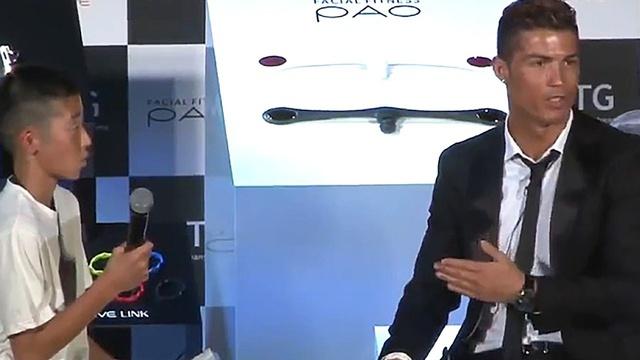 Chỉ bằng 1 lời nói chân thành, Cristiano Ronaldo đã thay đổi số phận của cậu bé Nhật Bản từng bị đám đông chế giễu: Đẳng cấp thực thụ của một ngôi sao lớn! - Ảnh 2.