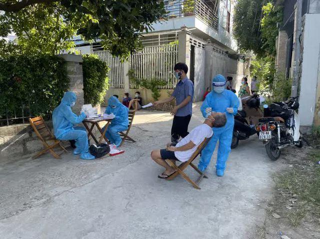 Nha Trang: Người dân không được ra đường buổi tối, phong tỏa 11 xã - phường  - Ảnh 2.