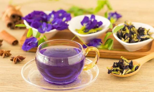 Sai lầm nguy hiểm bậc nhất khi pha trà hoa đậu biếc biến thức uống ngon lành này trở nên độc hại hoặc mất dinh dưỡng - Ảnh 2.