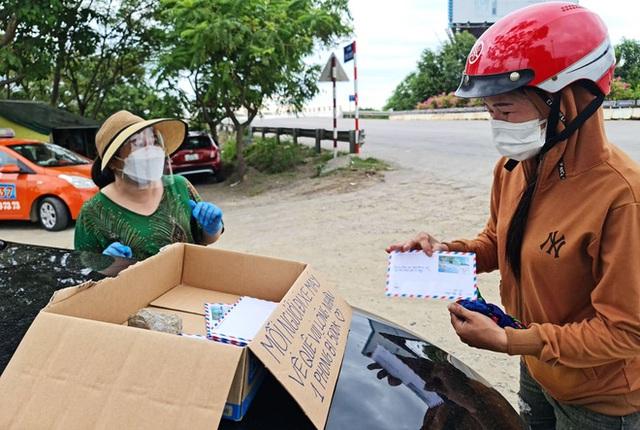 Đặt thùng tiền tặng người đi xe máy trốn dịch về quê: Nặng lòng với bà con quá, mong họ sẽ vượt qua! - Ảnh 4.