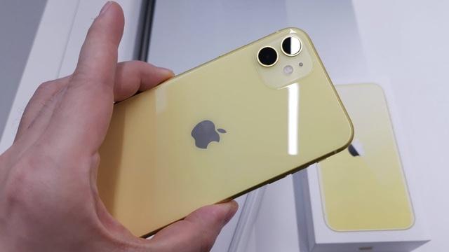Loạt  smartphone vừa giảm giá mạnh đáng mua tại Việt Nam - Ảnh 1.