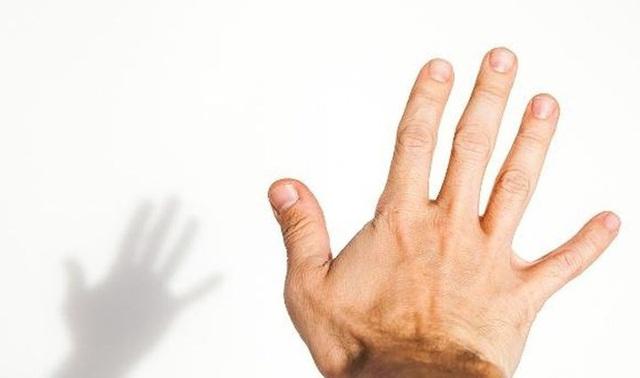 4 biểu hiện trên bàn tay có thể là dấu hiệu quan trọng cảnh báo nguy cơ đột tử  - Ảnh 1.