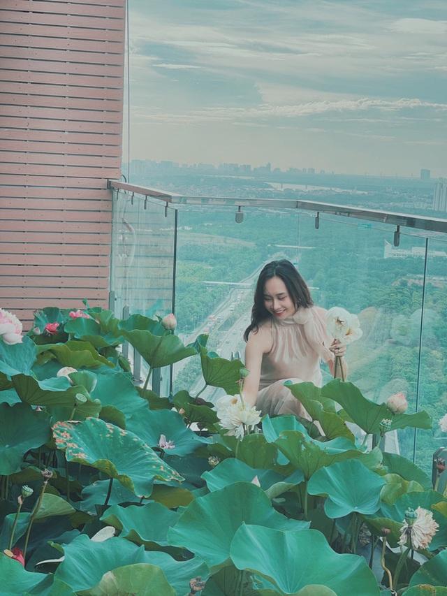 Cặp vợ chồng trẻ trồng sen trên căn penthouse tầng 30: Nhìn thành quả ai ai cũng ngỡ ngàng và ngưỡng mộ - Ảnh 2.