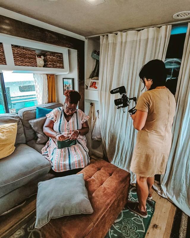 Bán nhà để ở trên xe di động, cặp vợ chồng có cuộc sống trải nghiệm ai cũng mơ ước, còn mang về thu nhập 1,8 tỷ/năm - Ảnh 13.