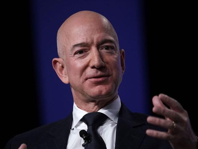 Tỷ phú Amazon khuyên nhân viên đừng cố cân bằng giữa công việc và cuộc sống bởi đó chỉ là cách nói khiến con người yếu đuối: Nhìn lịch trình 1 ngày của ông mới hiểu tại sao - Ảnh 1.