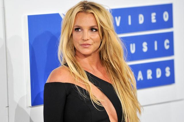 Bản điều tra lần đầu công bố loạt sự thật về quyền bảo hộ Britney Spears: Bị bố ruột chửi bới thậm tệ, muốn bên con nhưng bị áp giải như sát nhân  - Ảnh 2.