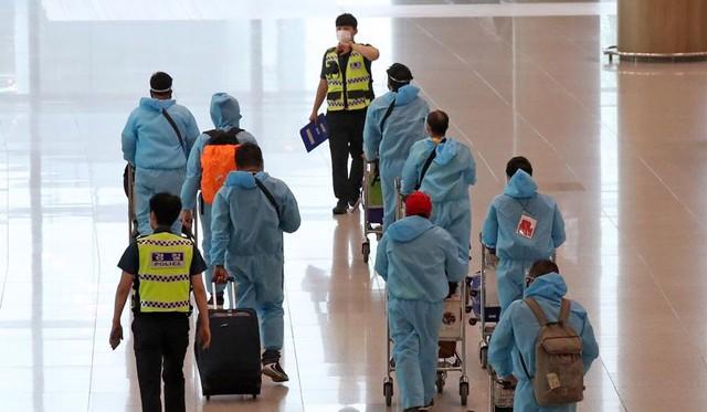 """Đi ngược xu hướng ở châu Á, Hàn Quốc """"tự tin"""" mở cửa trở lại - Ảnh 1."""