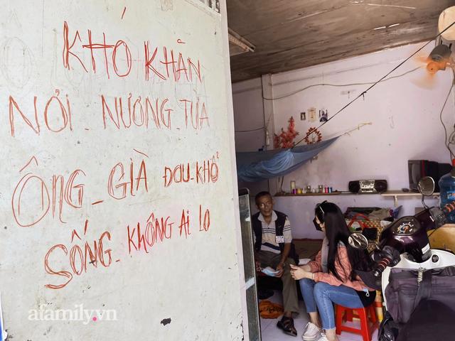Ông thợ chụp hơn 30 năm đứng chờ ở Bưu điện TP lao đao vì Sài Gòn vào dịch, chạnh lòng 20 nghìn một bức ảnh kỳ công cũng không bằng cái nút trên điện thoại - Ảnh 1.