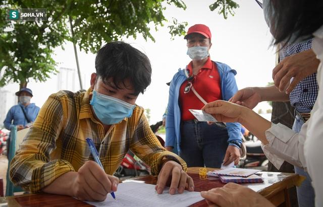 Nam sinh viên nghèo sáng quét rác chiều đi học, bị Công ty Minh Quân nợ 2 tháng lương, phải sống nhờ bà ngoại - Ảnh 2.