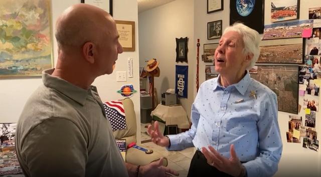 Người phụ nữ 82 tuổi sẽ đồng hành cùng Jeff Bezos lên vũ trụ: Cái giá phải trả là 4 lần bị từ chối và 50 năm chờ đợi! - Ảnh 2.