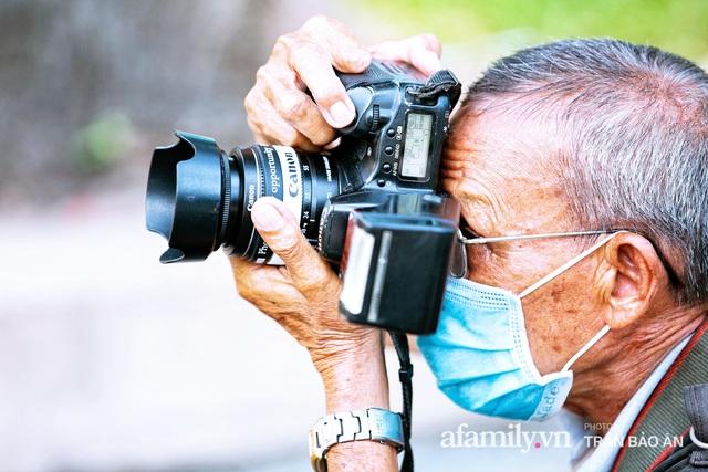 Ông thợ chụp hơn 30 năm đứng chờ ở Bưu điện TP lao đao vì Sài Gòn vào dịch, chạnh lòng 20 nghìn một bức ảnh kỳ công cũng không bằng cái nút trên điện thoại - Ảnh 11.