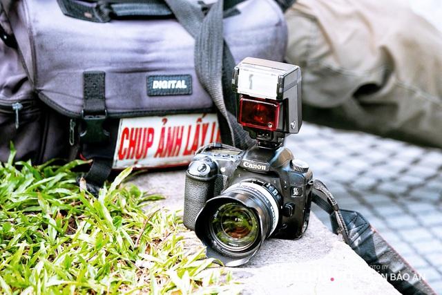 Ông thợ chụp hơn 30 năm đứng chờ ở Bưu điện TP lao đao vì Sài Gòn vào dịch, chạnh lòng 20 nghìn một bức ảnh kỳ công cũng không bằng cái nút trên điện thoại - Ảnh 12.