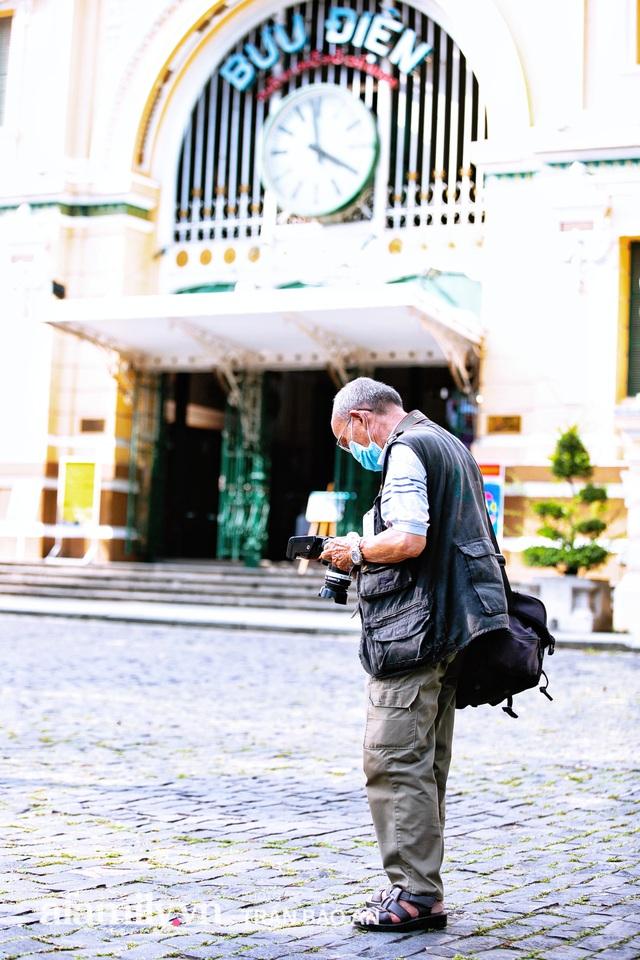 Ông thợ chụp hơn 30 năm đứng chờ ở Bưu điện TP lao đao vì Sài Gòn vào dịch, chạnh lòng 20 nghìn một bức ảnh kỳ công cũng không bằng cái nút trên điện thoại - Ảnh 14.