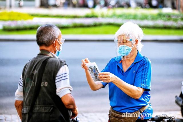 Ông thợ chụp hơn 30 năm đứng chờ ở Bưu điện TP lao đao vì Sài Gòn vào dịch, chạnh lòng 20 nghìn một bức ảnh kỳ công cũng không bằng cái nút trên điện thoại - Ảnh 16.