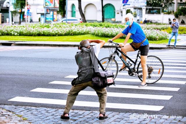 Ông thợ chụp hơn 30 năm đứng chờ ở Bưu điện TP lao đao vì Sài Gòn vào dịch, chạnh lòng 20 nghìn một bức ảnh kỳ công cũng không bằng cái nút trên điện thoại - Ảnh 17.