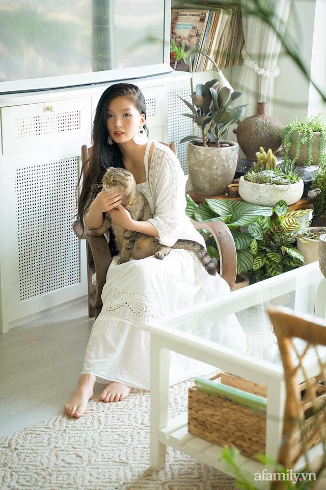Rừng cây xanh mát trong căn hộ có view sông Hồng đắt giá của cô gái trẻ ở Hà Nội - Ảnh 4.