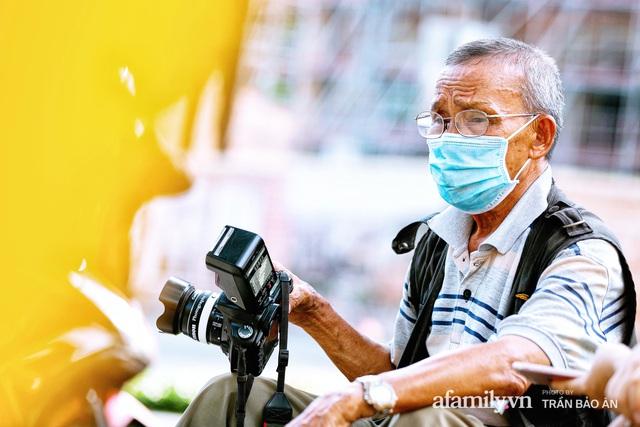 Ông thợ chụp hơn 30 năm đứng chờ ở Bưu điện TP lao đao vì Sài Gòn vào dịch, chạnh lòng 20 nghìn một bức ảnh kỳ công cũng không bằng cái nút trên điện thoại - Ảnh 5.