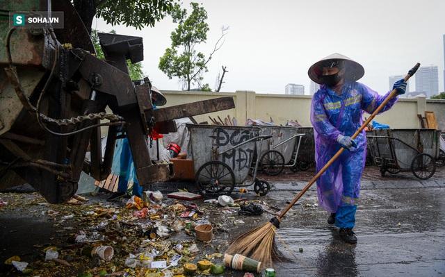 Nam sinh viên nghèo sáng quét rác chiều đi học, bị Công ty Minh Quân nợ 2 tháng lương, phải sống nhờ bà ngoại - Ảnh 6.