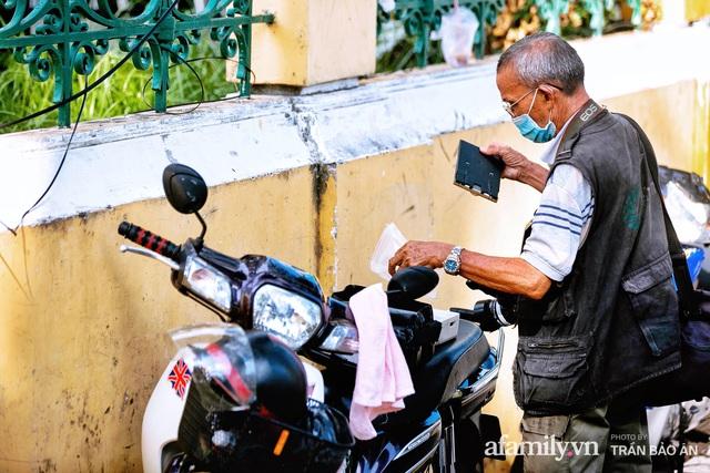 Ông thợ chụp hơn 30 năm đứng chờ ở Bưu điện TP lao đao vì Sài Gòn vào dịch, chạnh lòng 20 nghìn một bức ảnh kỳ công cũng không bằng cái nút trên điện thoại - Ảnh 7.