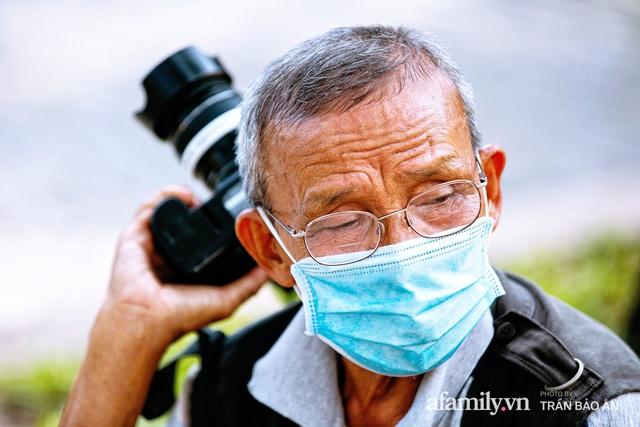Ông thợ chụp hơn 30 năm đứng chờ ở Bưu điện TP lao đao vì Sài Gòn vào dịch, chạnh lòng 20 nghìn một bức ảnh kỳ công cũng không bằng cái nút trên điện thoại - Ảnh 10.